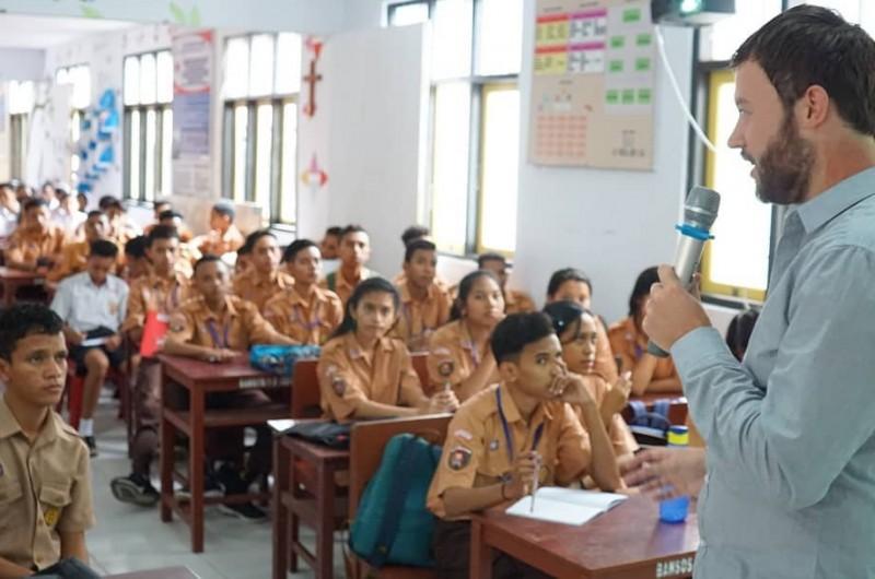 Heka Leka Goes to School to SMAS Kristen YPKPM Ambon