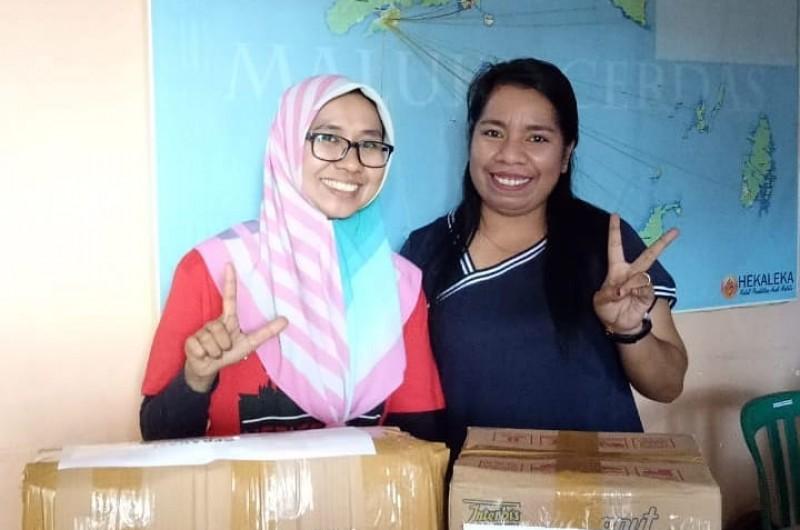 Pemberian Buku Untuk Anak-anak di Desa Hai, kecamatan Taliabu, Maluku Utara